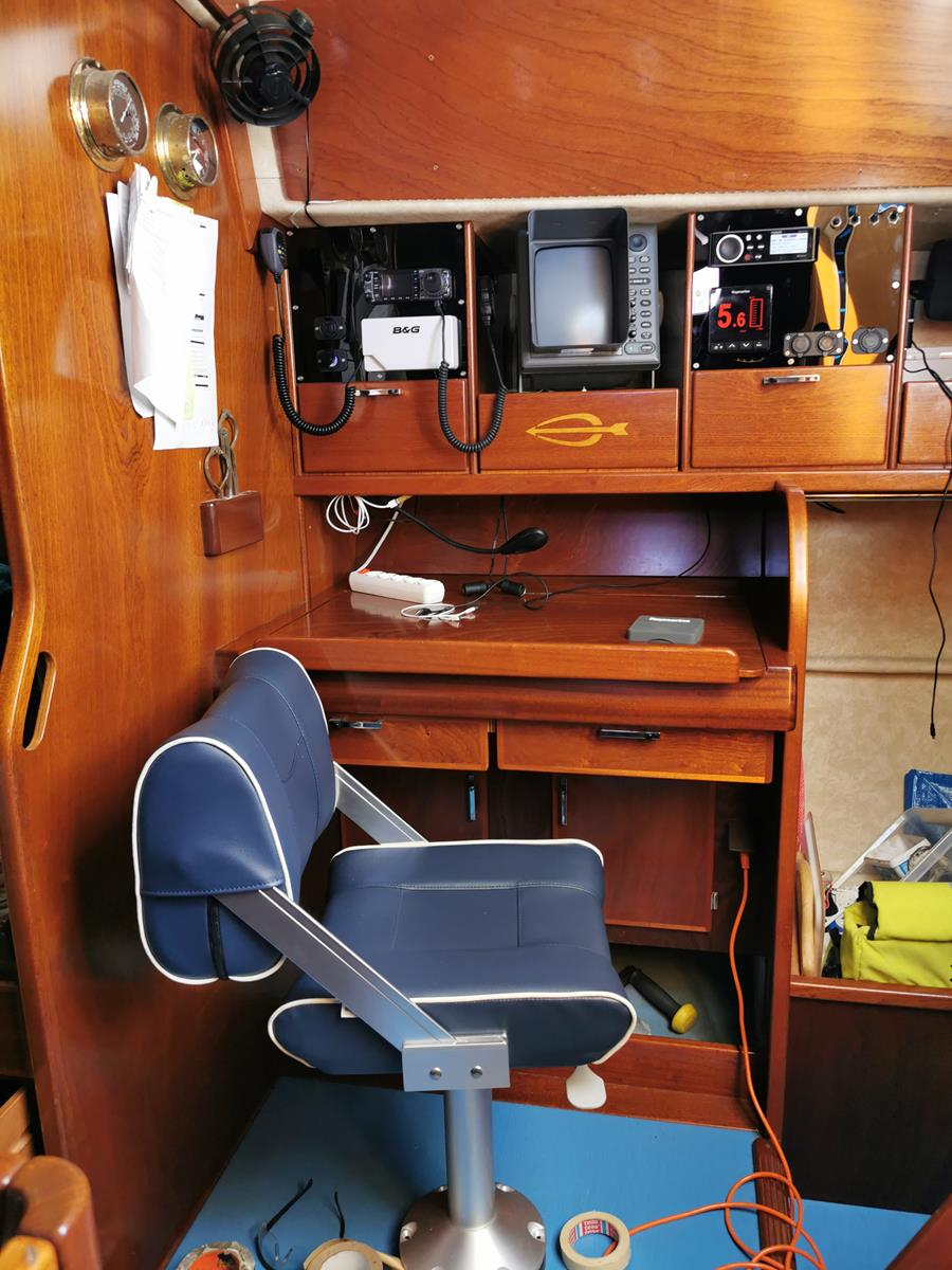 Nav station chair